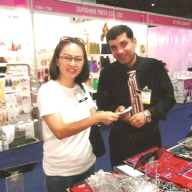 Madonna Exhibitions Manicure | Beauty Items in Cosmo Korea Nov-15